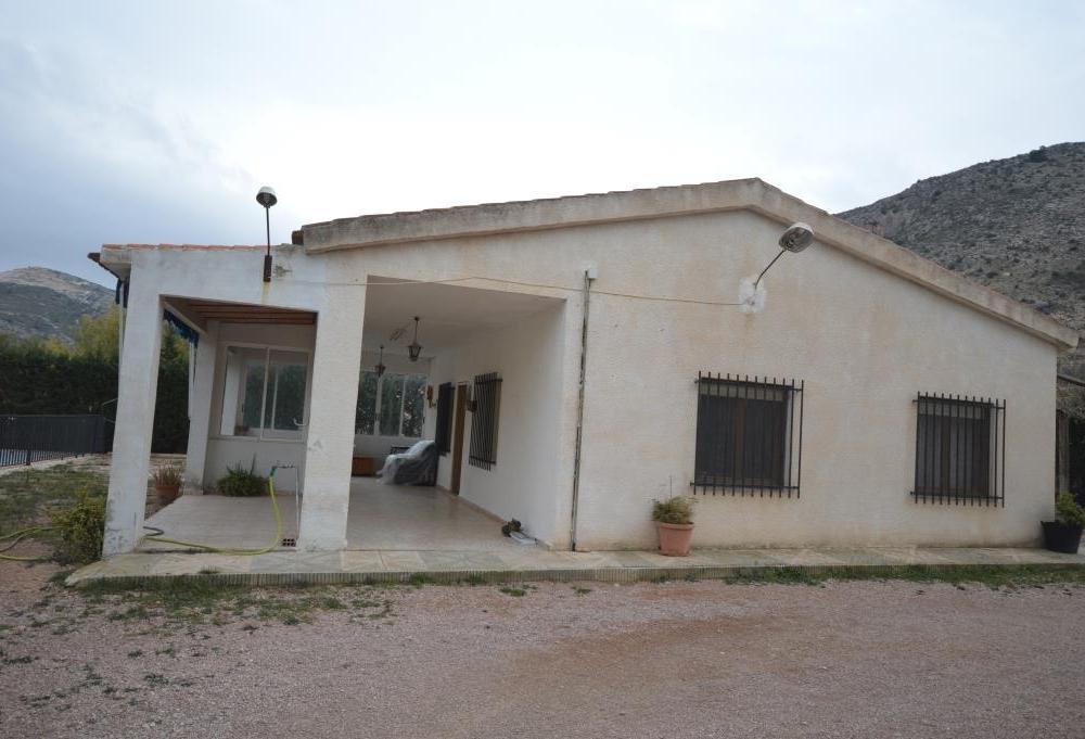 Alquilar una casa de campo con piscina en aspe for Casas para alquilar en verano con piscina privada
