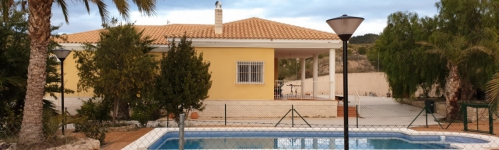 Chalet independiente en Petrer (Alicante) con piscina