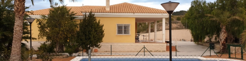 Detached villa in Petrer (Alicante) with pool